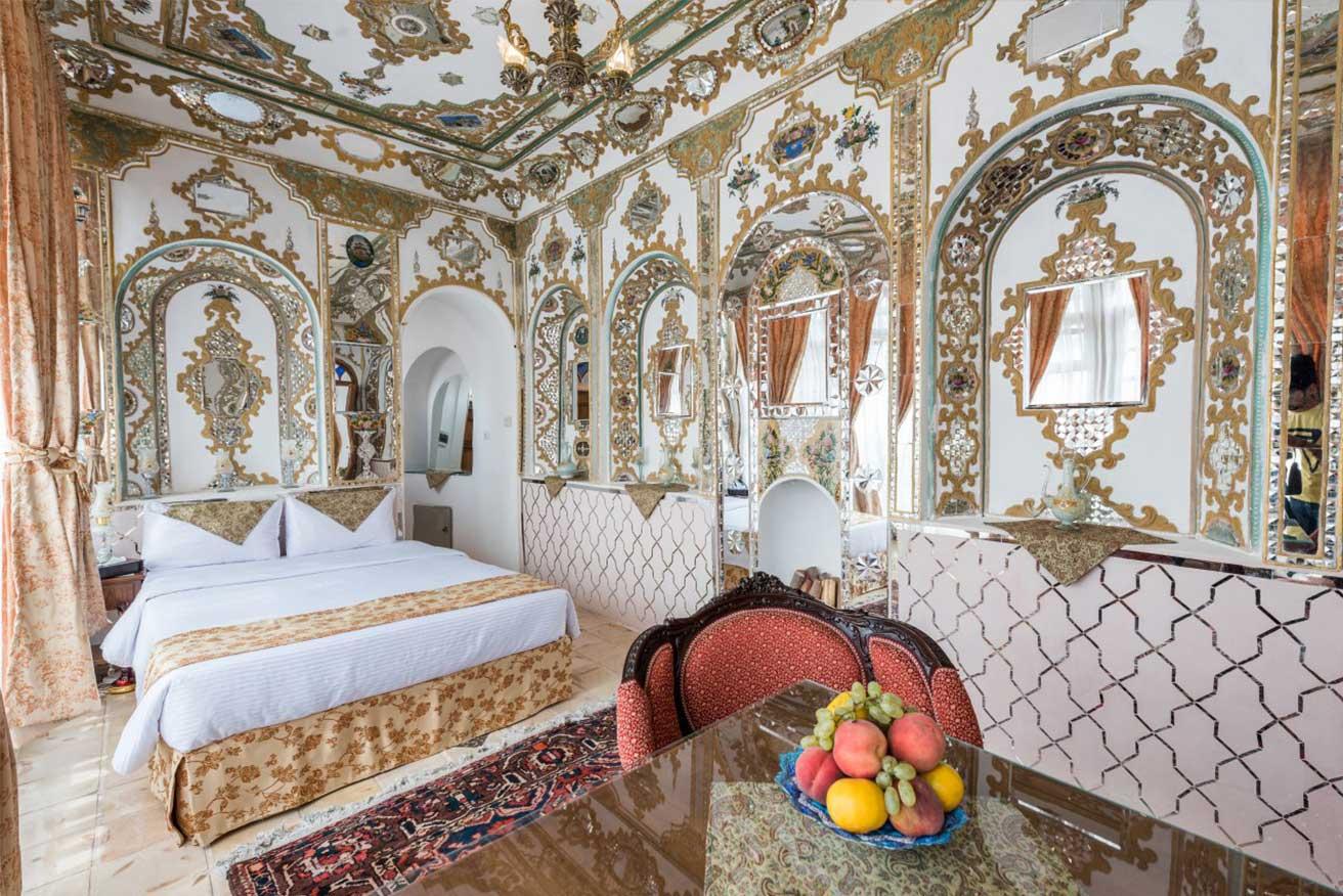 اتاق-آینه-قصرمنشی